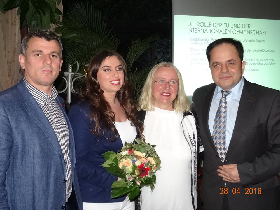 (v.l.n.r.: Abdilxhemil Saiti, Vjollca Hajdari, Erna Weimann, Shavit Sadrijaj)