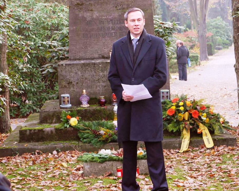 Nicolas Zimmer MdA beim Volkstrauertag 2011.