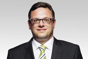 Jan-Marco Luczak stellt den Referenten, Stephan Schmidt MdA, vor.